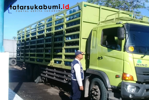 Operasi gabungan kendaraan berat di Jalan Raya Sukabumi - Bogor // Foto : Rapik Utama