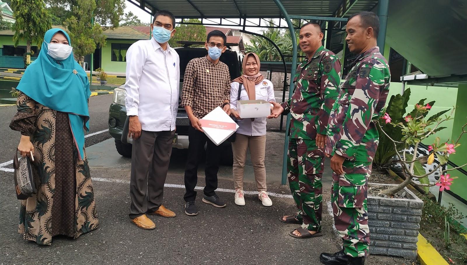 Suprise KPU Soppeng untuk Dandim 1423 di HUT TNI Ke 75 Tahun