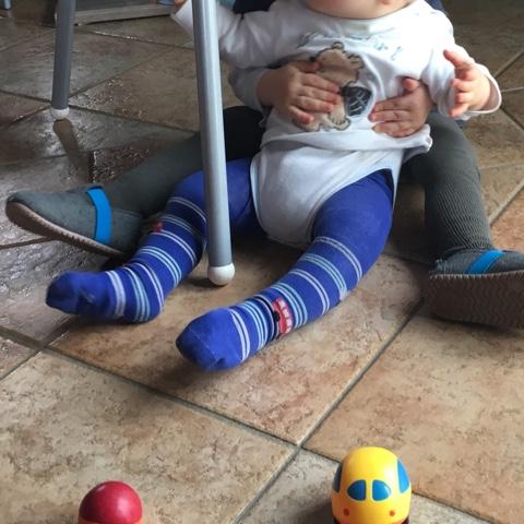 Kleinkinder spielen gemeinsam
