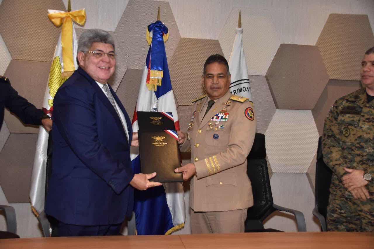 MIDE y FONPER suscriben acuerdo para reparar y construir puestos militares en la frontera