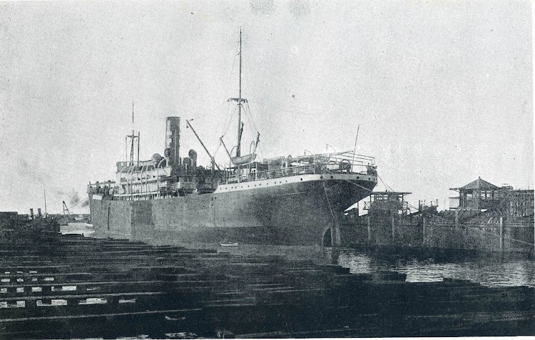 Vapor BARCELONA en el dique flotante y deponente de Barcelona. Memoria de la J.O.P. de Barcelona. Año indeterminado.jpg