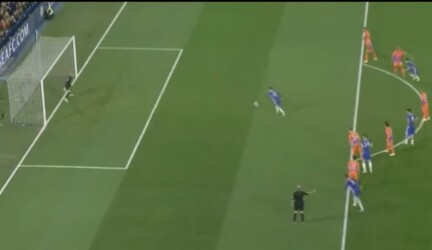 Gol penalti hazard vs man city
