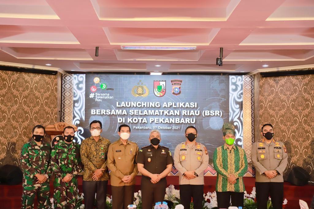 """Giliran Pekanbaru, Kapolda Riau Launching Aplikasi """"Bersama Selamatkan Riau"""" Tangani Covid-19"""