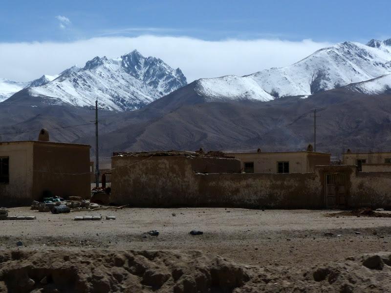XINJIANG. Karakoram Highway, lune des plus haute route au monde, en passant a 4400 m - P1280549.JPG