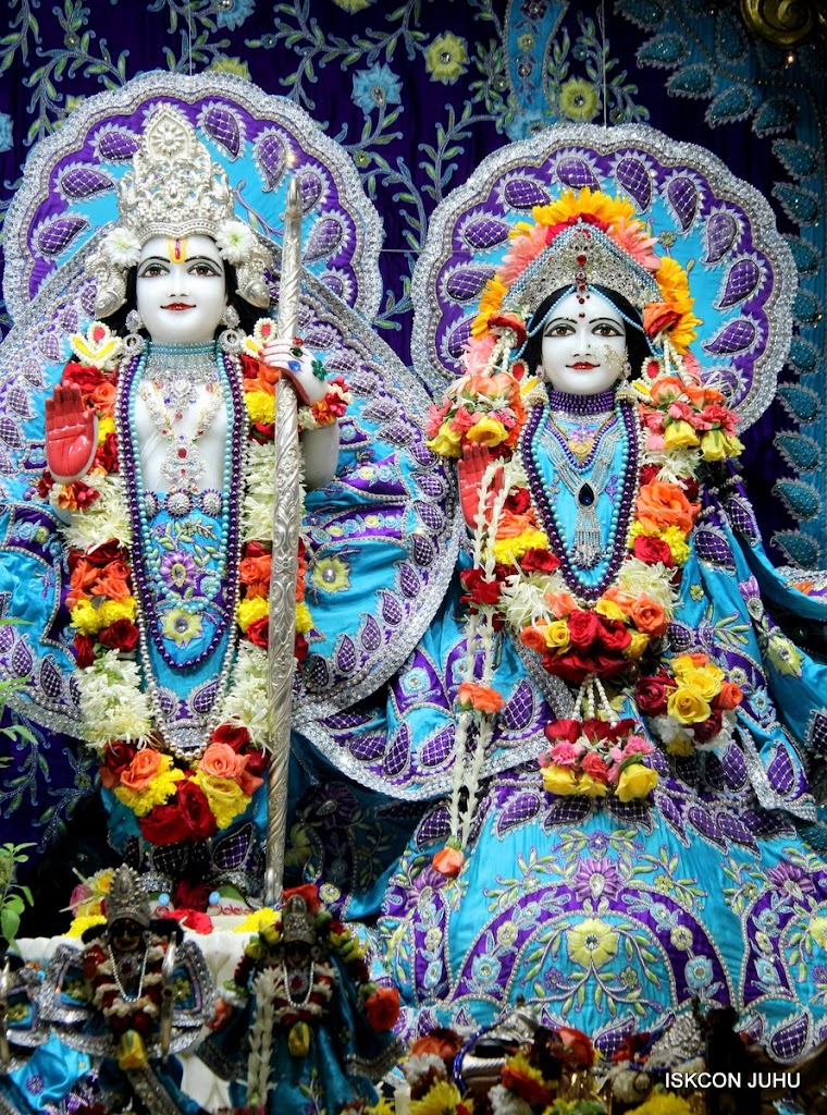 ISKCON Juhu Sringar Deity Darshan 17 Aug 2016 (23)
