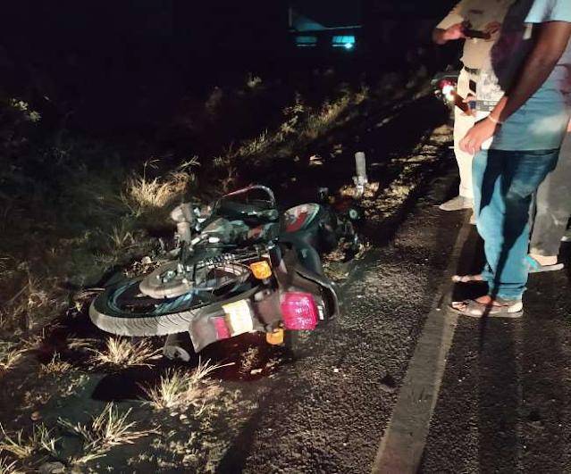 अज्ञात वाहन चालक ने बाइक सवार को मारी टक्कर, युवक की मौत