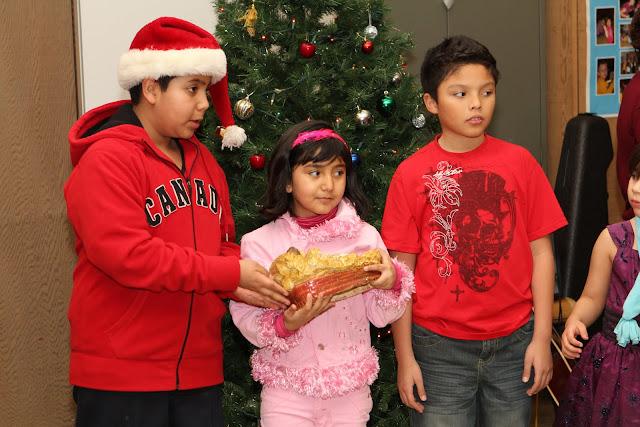 OLOS Navidad 2010 con Amigos Migrantes - IMG_9808.JPG