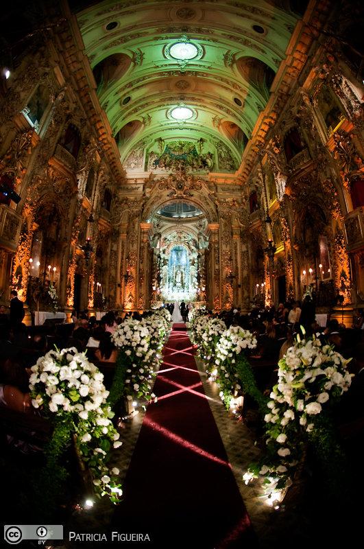 Foto de casamento 3102 de Fabiana e Johnny. Marcações: 17/07/2010, Casamento Fabiana e Johnny, Igreja, Igreja Nossa Senhora Monte do Carmo, Rio de Janeiro.