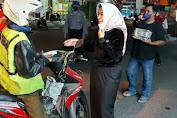 Ratusan bok nasi siap saji dibagikan DPC PDI Perjuangan Kab. Cirebon