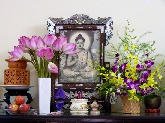 Thờ Phật tại nhà.