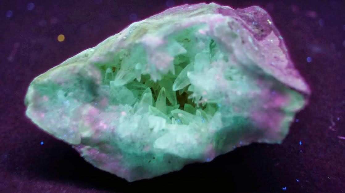 Colección de Minerales Fluorescentes - Página 3 Calcita+diente+de+perro%252CUVL