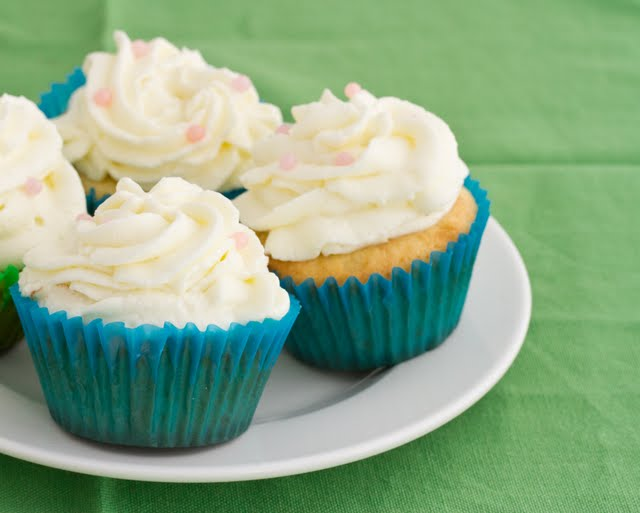 close-up photo of cupcakes on a plate