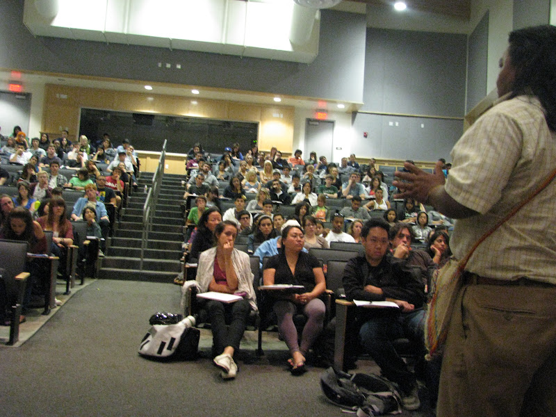 Gilberto spoke to a class of 150 students at UC Santa Cruz. Over the history of the solidarity campaign, UCSC has had a special link to the U'wa. A number of crucial allies of the U'wa have been graduates of the University, and perhaps some people in this most recent audience will emerge as future U'wa solidarity activists!