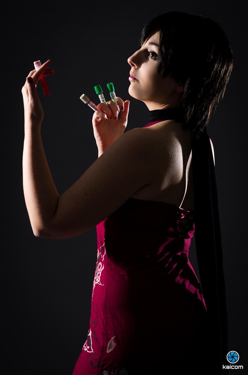 Siêu điệp viên Ada Wong khoe chân dài cực gợi cảm - Ảnh 4