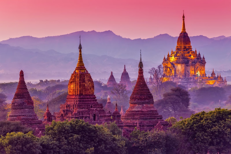 Sunset in Bagan with more than 4000 temples and pagodas in the plains
