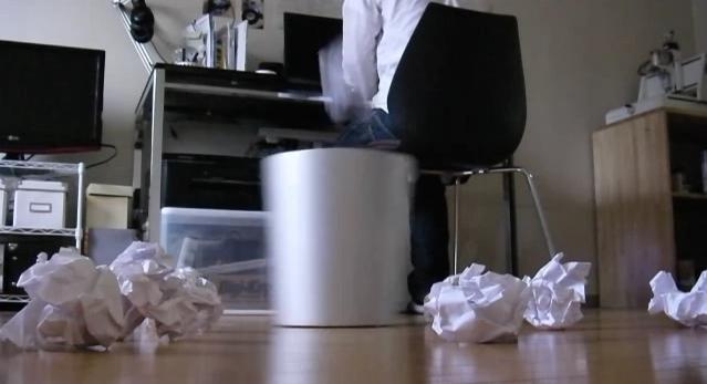 【動画】勝手に入るゴミ箱ロボット (※ゴミを捨てたら拾いに行ってくれる次世代ゴミ箱)