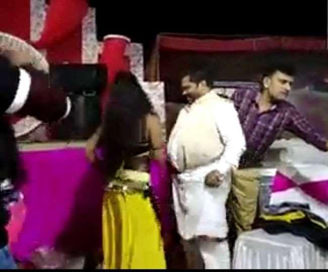 बिहार: BJP नेता का डर्टी डांस करते वीडियो वायरल, नर्तकी के साथ लगाते दिखे ठुमके