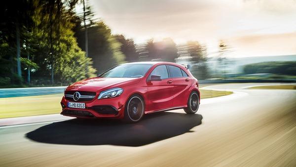 2016-Mercedes-Benz-A45-AMG