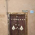 Dwie różne kołatki, żeby nie było gafy! Kobieta otwiera drzwi tylko kobiecie.