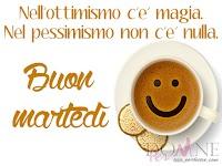 buon martedi immagine con frase aforismo nell ottimismo c e magia tazza caffe smile biscotti.jpg