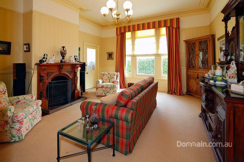 The cornices are typical Victorian style, but picture rails and fireplace are more Edwardian