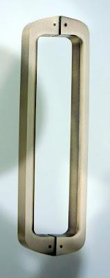 裝潢五金品名:PB3036-對組大把手長度:320m/m(孔距275m/m)長度:450m/m(孔距425m/m)長度:600m/m(孔距575m/m)顏色:鋁合金毛絲面玖品五金