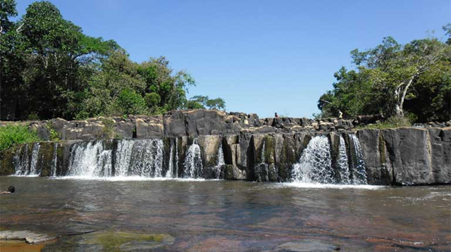 Waterfalls on the Aripuanã River in Mato Grosso state. A Brazilian company, Intertechne Consultores, has asked the government to authorize viability studies to build three new dams in the Aripuanã river basin — the Sumaúma and Quebra Remo dams on the Aripuanã River, and the Inferninho dam on its tributary, the Roosevelt River. Photo: Cleber Rech / VisualHunt.com