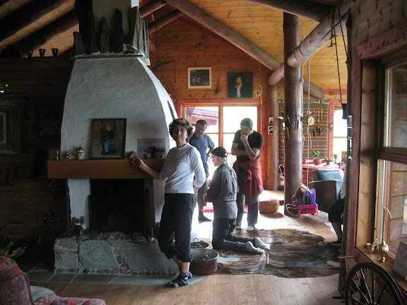 Interior de la casa de Regina en Aurland, Noruega.