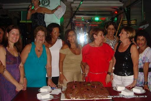 Como acontece toda última segunda-feira do mês, Graça Reis ofereceu bolo a todos os convidados da noite, em comemoração aos aniversariantes do mês. Aqui nosso registro de janeiro.