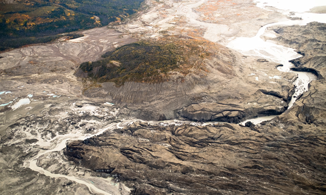 A view of the ice canyon that now carries meltwater from the Kaskawulsh glacier, seen here on the right, away from the Slims river and toward the Kaskawulsh river. Photo: Dan Shugar / University of Washington Tacoma
