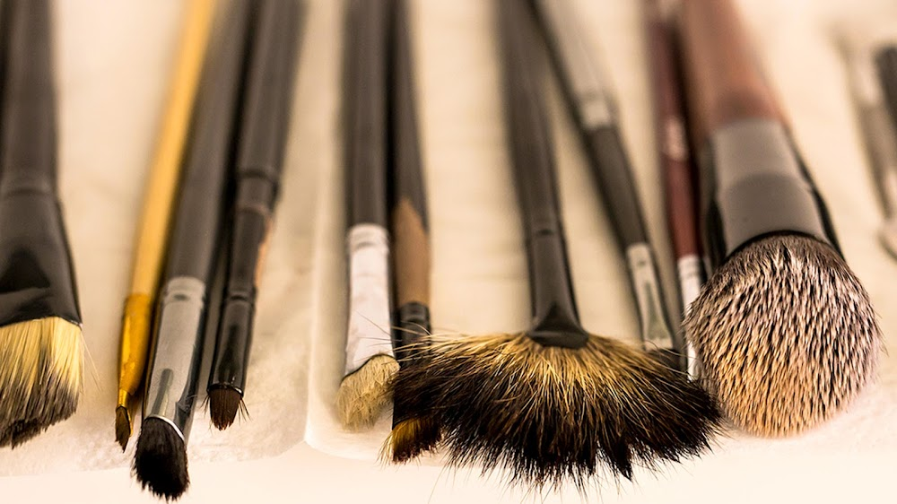 how-to-clean-makeup-kit_tools