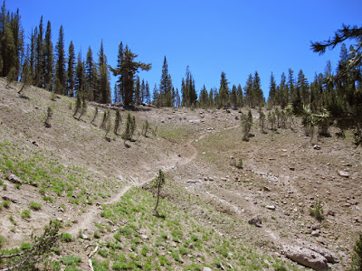 And the last bit of trail up to the top of the crest. ©http://backpackthesierra.com