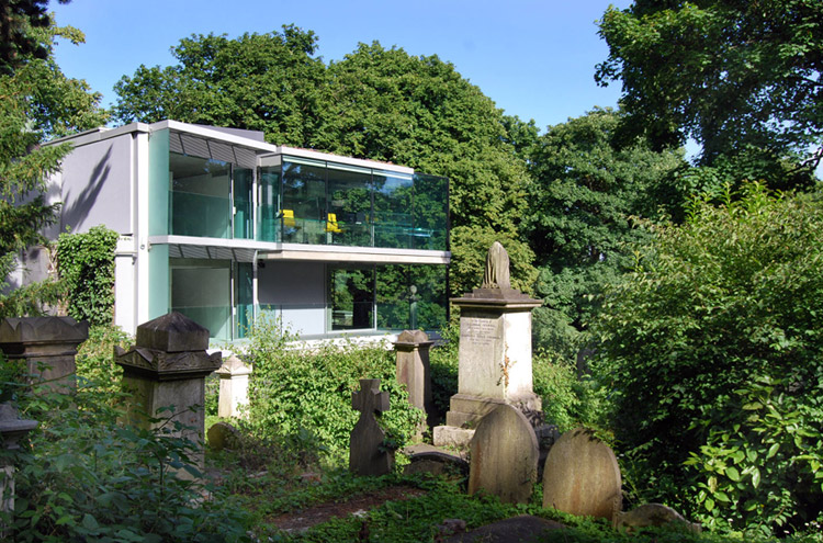 дом на кладбище, великобритания