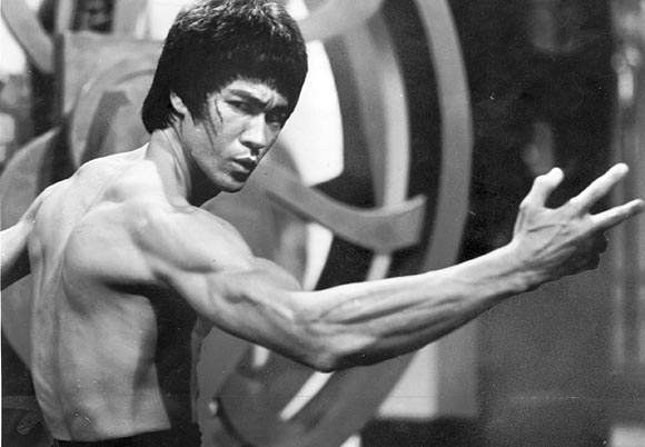 Oggi il mitico Bruce Lee avrebbe compiuto 78 anni