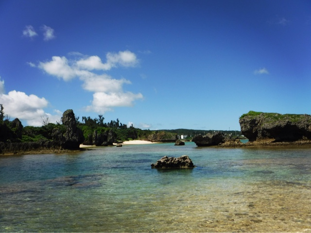 Beautiful Maeda Beach in Okinawa mainland is a great place for both swimming and snorkelling straight off the beach