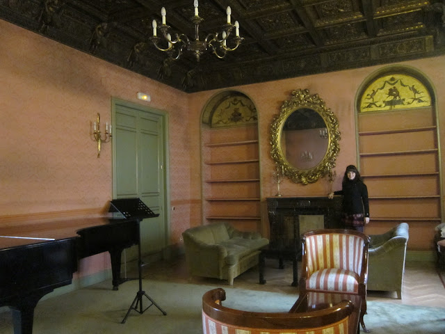 An example of one of the very grand lesson studios.