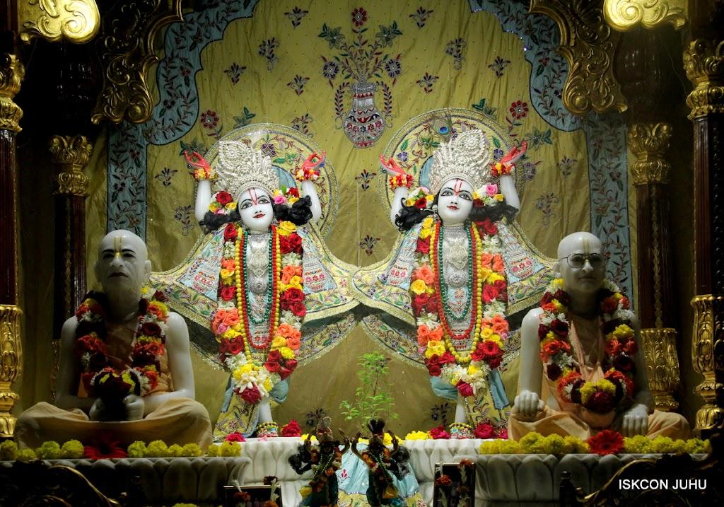 ISKCON Juhu Sringar Deity Darshan on 3rd Aug 2016 (39)