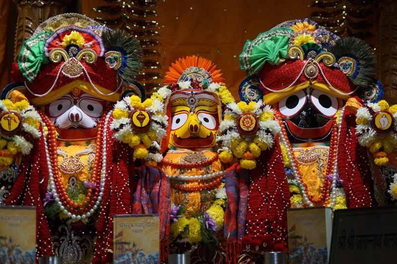 ISKCON Noida Deity Darshan 18 Dec 2015 (2)