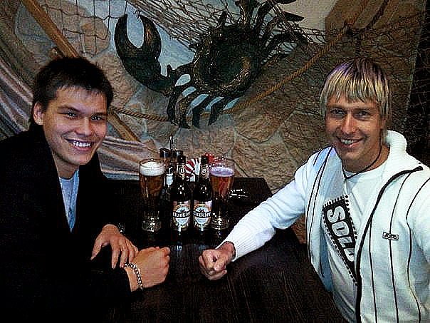 Alex Lesli Pua And Wing Relax With Beer, Alex Lesley