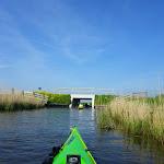 183-We laten Heeg achter ons en paddelen via de Wegsloot naar de Idzegaasterpoel...