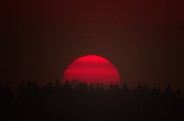An intensely red sunrise at NWS Seattle on the morning of 4 August 2017, caused by smoke from the forest fires in British Columbia. Photo: NWS Seattle‏