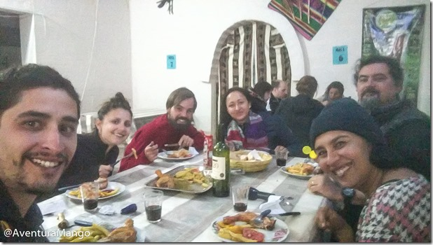 Grupo jantando no Hotel de Sal