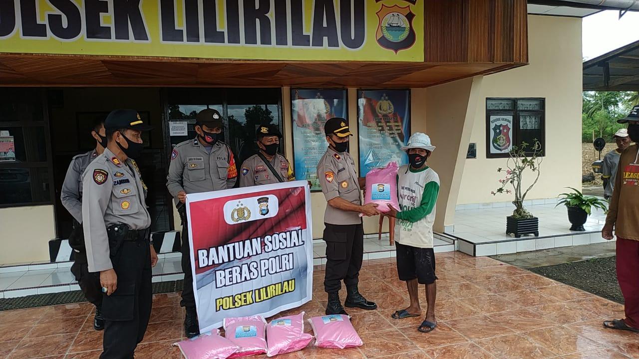 Polres Soppeng Salurkan Bantuan pada Masyarakat Kurang Mampu