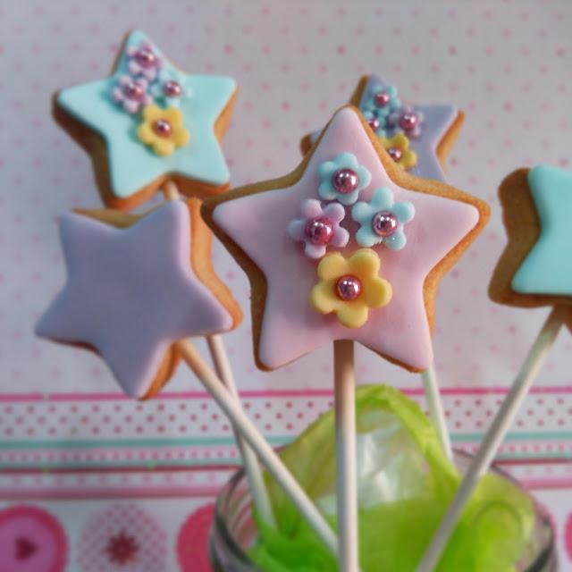 Galletas para regalar, bienvenido bebé, baby shower, galletas estrellas, piruleta de galleta