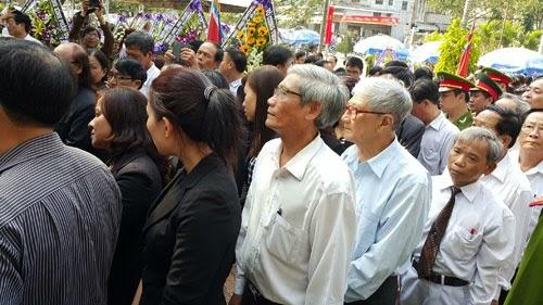 Hàng ngàn người đến viếng ông Nguyễn Bá Thanh - ảnh 5