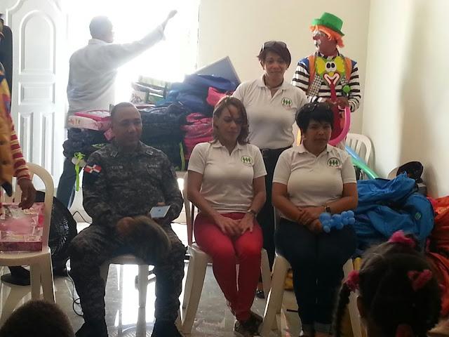 Asociación de esposas de oficiales  de la  Policía Nacional  entregó mochila y útiles escolares a los hijos de agentes de la Policía Nacional