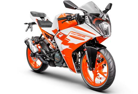 Officially revealed already for a small sports bike marketed in Europe and some countries outside the region like the 2022 KTM RC125 that has not only improved the appearance and exterior, but also There are also improvements in the engine. Including a structure that makes the RC125 more accessible to everyone.  The 2022 KTM RC125 will be powered by a brand new 124cc engine. The Austrian manufacturer has made improvements to pass the EURO5 standard, with a new air box that is 40% larger and has a redesigned and lighter exhaust pipe. The throttle response has been revised, allowing the bike to overtake and better respond to torque.