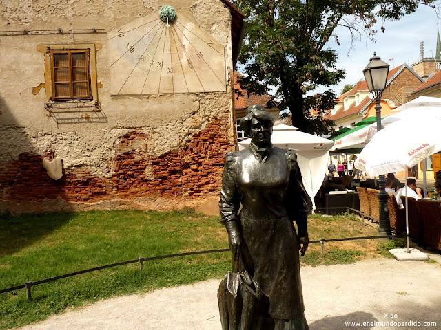 escultura-zagreb.JPG