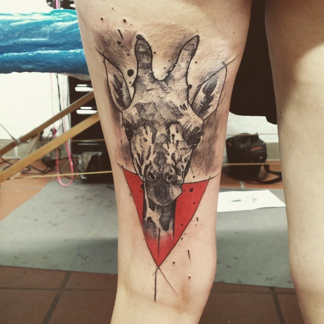 contempornea_girafa_coxa_tatuagem