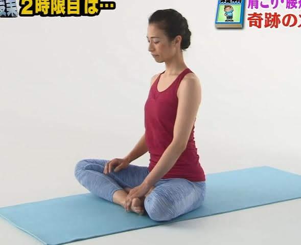 奇跡のストレッチ(世界一受けたい授業で紹介)のやり方 肩こり・腰痛・首こり改善